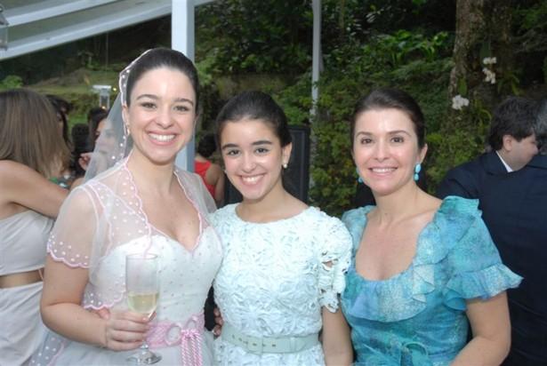A noiva com a irmã Ana Beatriz e a mãe Ana Teresa Casamento Ana Carolina e Thomaz Malan   parte 1