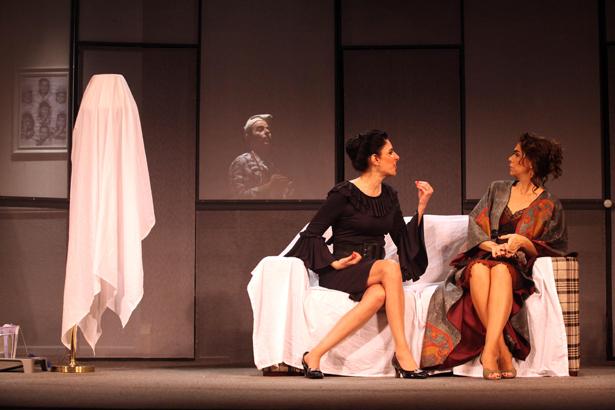 Frering2 A estreia da bela Antonia Frering nos palcos do Rio