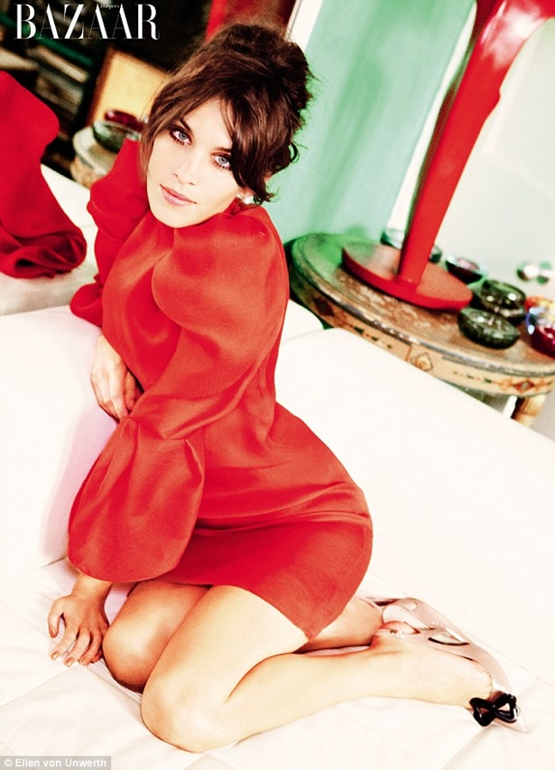 article 2034029 0DBA131400000578 774 634x879 Alexa Chung na Harpers Bazaar UK!