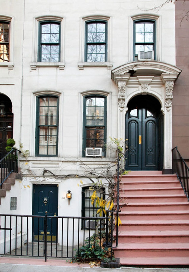 Breakfast At Tiffanys Brownstone House New York Quem quer viver como Audrey?!