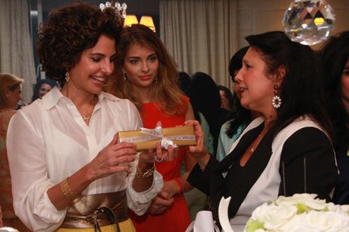 Frering-Antonia frering recebe presente de Clara magalhaes