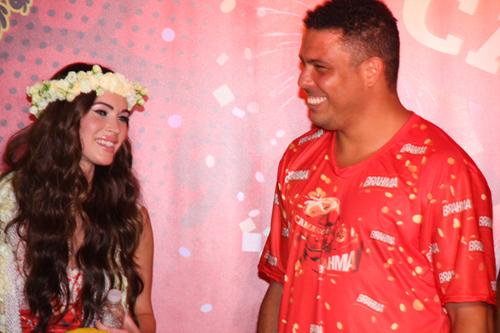 Brahma-Megan Fox e o jogador Ronaldo.jpg1