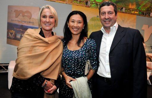 DSC_8124  Paula Caleffi , e o  casal  Evelyn e João Luis Barroso  - Lançamento livro MORRO DA URCA - Março 2013 - Foto CRISTINA GRANATO