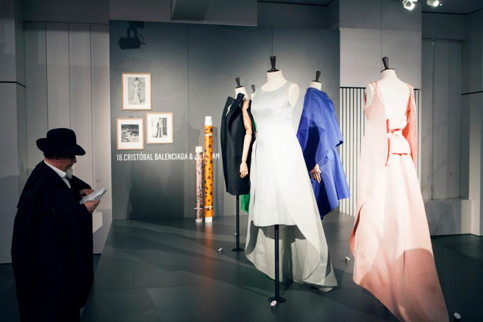 Vernissage Couture in Colour - MoMu