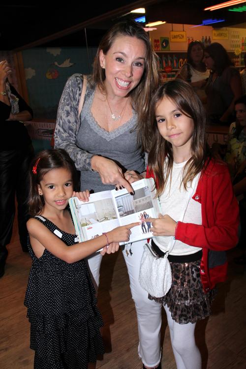 Agendinha-IMG_5807-Alessandra Amaral e suas filhas Maria Fernanda e Mariana