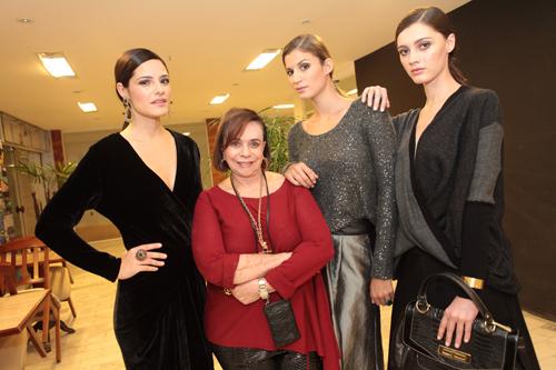 Mara MAc Dowel entre as modelos Amanda Santos Carol Gomes e Jessica Dasco  IMG_0152