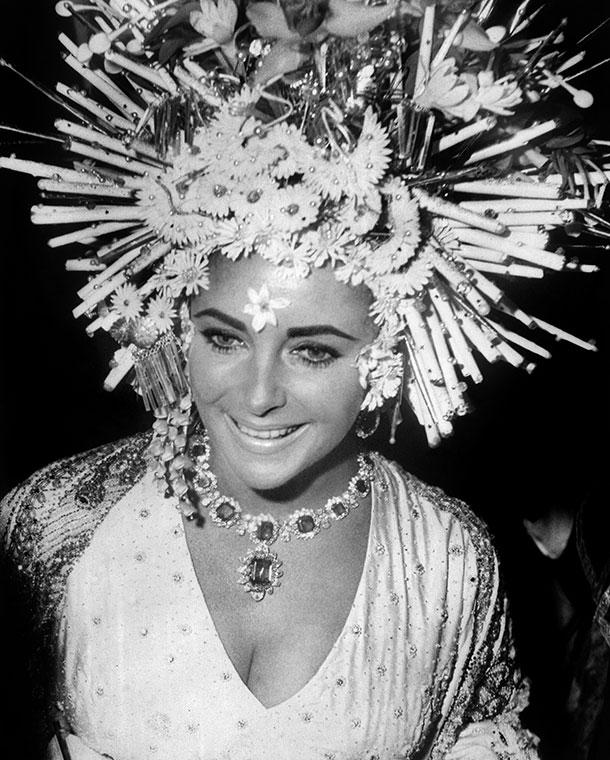 elizabeth-taylor-wears-bulgari-jewellery_610px