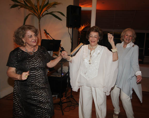 IMG_0676 marisa bokel rosinah meireles e solange ribemboim   dançando