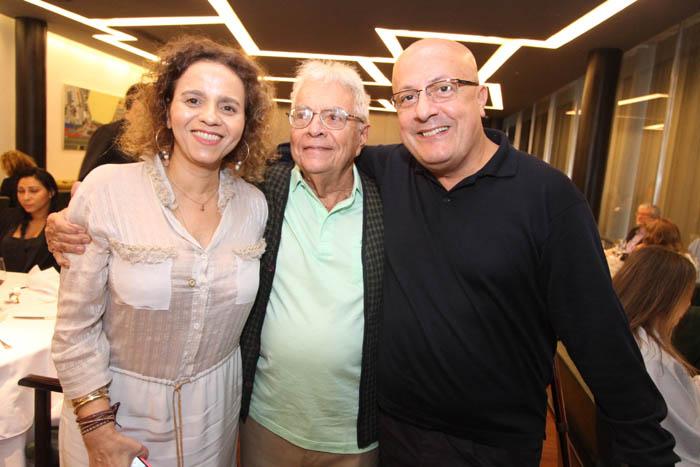 IMG_0197 BEATRIZ MILHAZ,GILBERTO CHATEAUBRIAND, E EMILIO KALIL