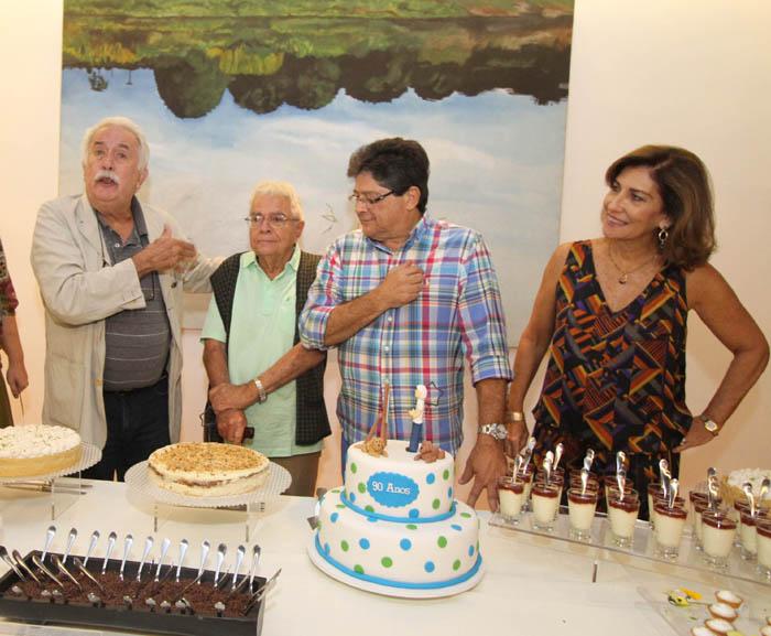 IMG_0223 HOMENAGEM DE CARLOS VERGARA PA GILBERTO CHATEAUBRIAND,NA FOTO, GILBERTO, CARLOS ALBERTO E SYLVIA CHATEAUBRIAND