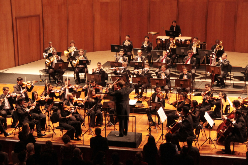 maestro e orquestra.jpg1