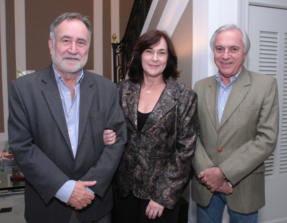 Paulo e Eva Alcantara Gomes e José Dias